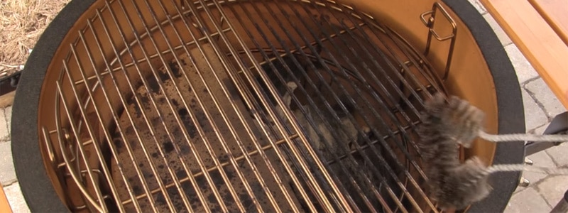 clean grill grates in kamado